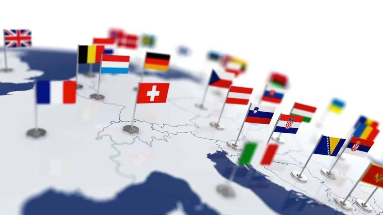 size 40 4119b 70f23 ... i giovani di diverse nazioni, e soprattutto capire se l Unione Europea  e le sue istituzioni ricoprono ancora il ruolo di rilievo che hanno avuto  per le ...